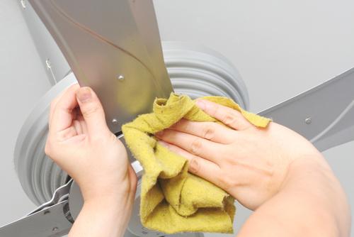 Các bước vệ sinh quat trần đơn giản