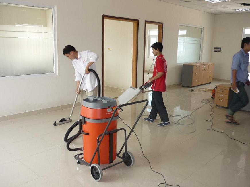 Vệ sinh công nghiệp Cleanhouse Việt Nam cung cấp dịch vụ làm sạch sàn